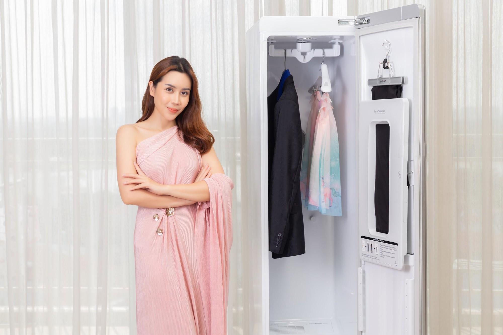 Chiếc tủ thần thánh giúp người nổi tiếng xử đẹp các rắc rối trang phục - Ảnh 3.