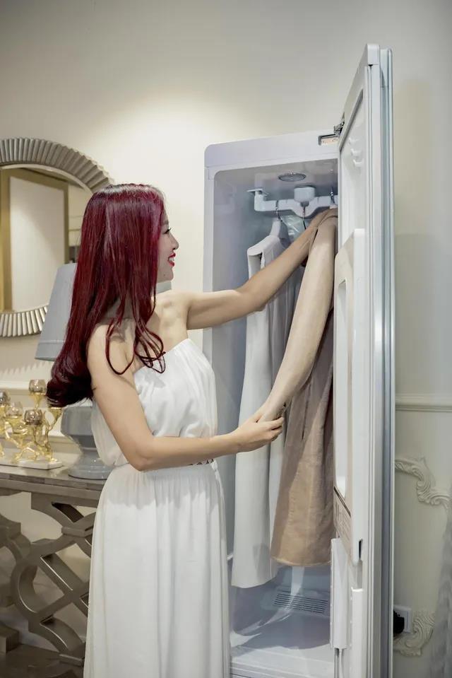 Chiếc tủ thần thánh giúp người nổi tiếng xử đẹp các rắc rối trang phục - Ảnh 4.