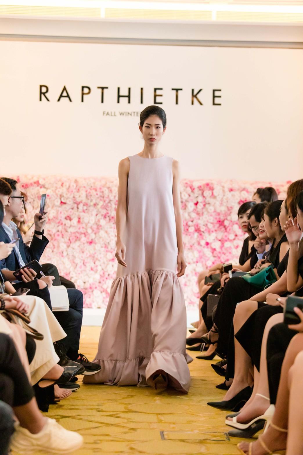 """Linh Nga, Tuyết Lan trở thành vedette ra mắt bộ sưu tập """"The First Dress"""" - Ảnh 9."""