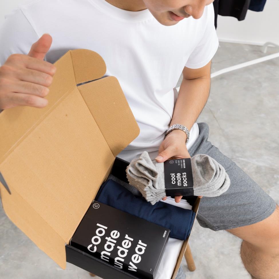 Cộng đồng mạng ráo riết truy tìm chiếc hộp đen bí mật trên tay các hot Youtuber - Ảnh 6.