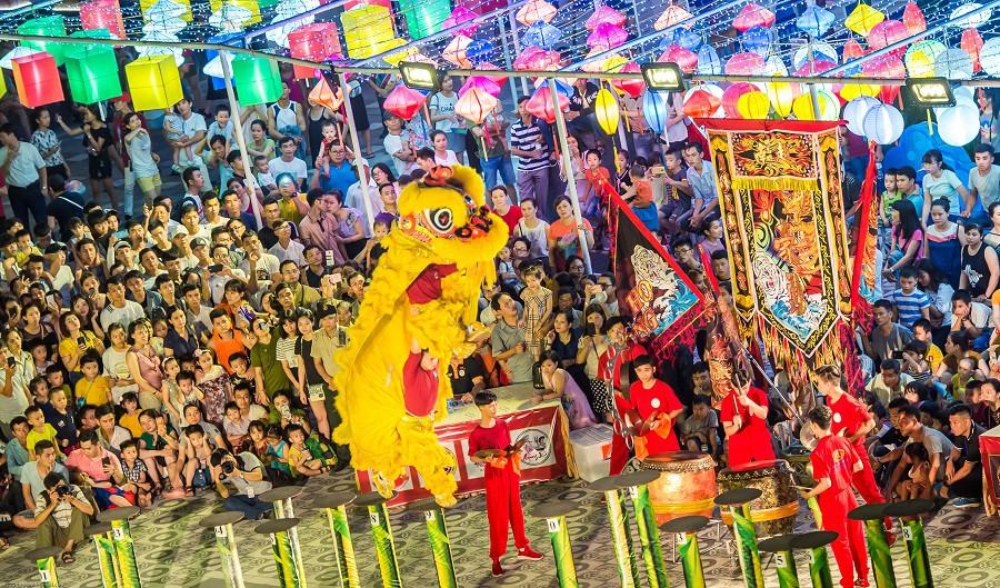 """Nghỉ lễ 2/9: Về Đà Nẵng xem Lễ hội Lân sư rồng quốc tế, gặp """"anh Bo"""" Đan Trường, Isaac - Ảnh 6."""