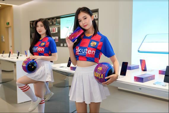 Sở hữu bộ quà công nghệ hấp dẫn khi mua Reno 10x Zoom FC Barcelona tại OPPO Shop - Ảnh 1.