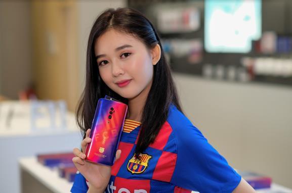 Sở hữu bộ quà công nghệ hấp dẫn khi mua Reno 10x Zoom FC Barcelona tại OPPO Shop - Ảnh 2.