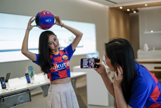 Sở hữu bộ quà công nghệ hấp dẫn khi mua Reno 10x Zoom FC Barcelona tại OPPO Shop - Ảnh 5.