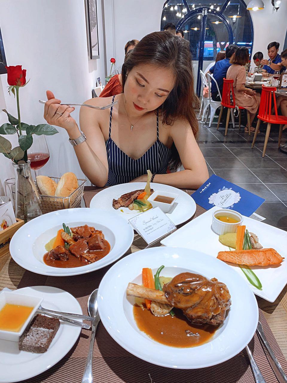 Có gì ở quán steak kiểu Pháp mà Heominhon, Kiên Hoàng, Trang Nhím Tròn… đều kéo nhau checkin rần rần? - Ảnh 3.
