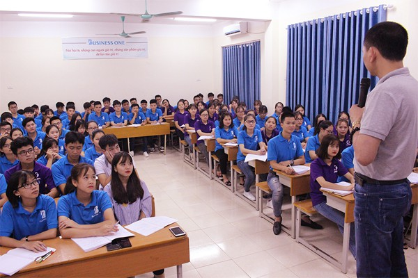 Giới trẻ thích thú mô hình đào tạo ngành Quản trị Kinh doanh mới - Ảnh 2.