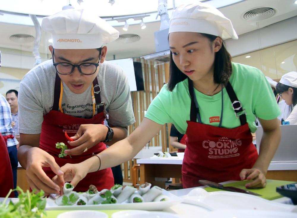 """115 """"nhà lãnh đạo trẻ châu Á"""" tìm hiểu ẩm thực, văn hóa Việt tại Ajinomoto Cooking Studio - Ảnh 3."""