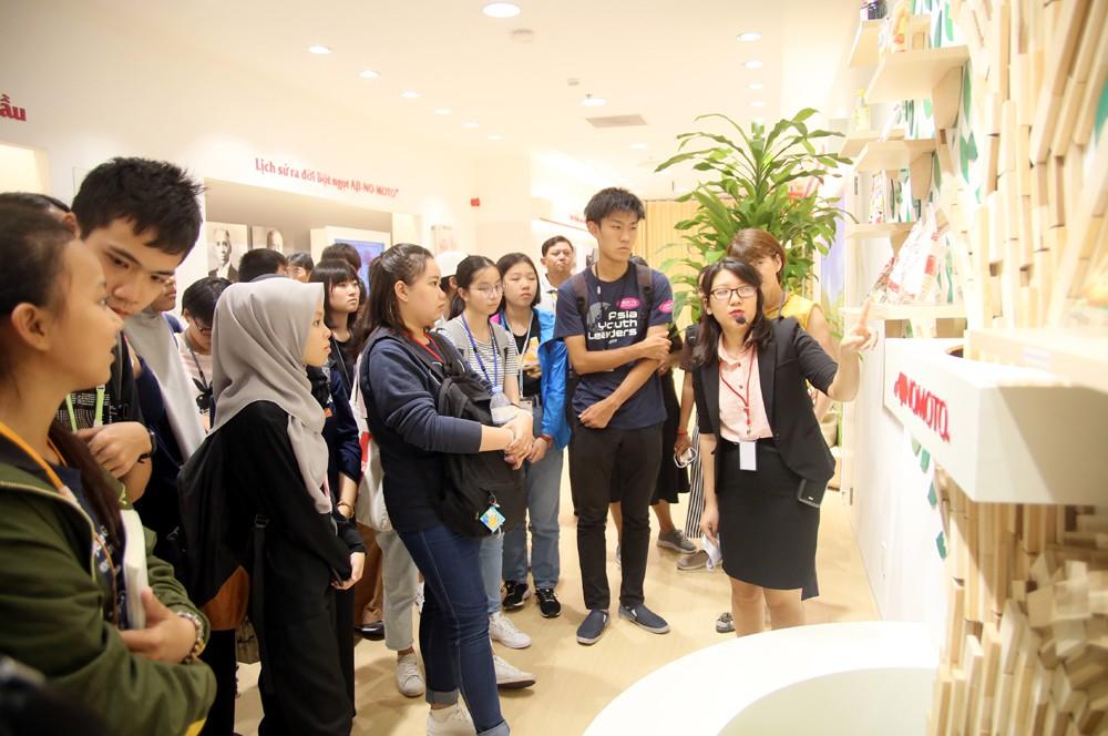 """115 """"nhà lãnh đạo trẻ châu Á"""" tìm hiểu ẩm thực, văn hóa Việt tại Ajinomoto Cooking Studio - Ảnh 6."""