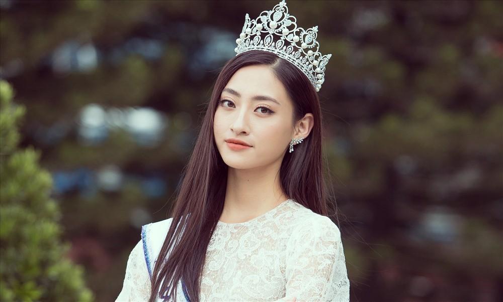 """Kỳ Duyên, Minh Triệu chính thức """"song kiếm hợp bích"""" mặc váy cưới công phá sàn diễn catwalk Hà Nội - Ảnh 3."""
