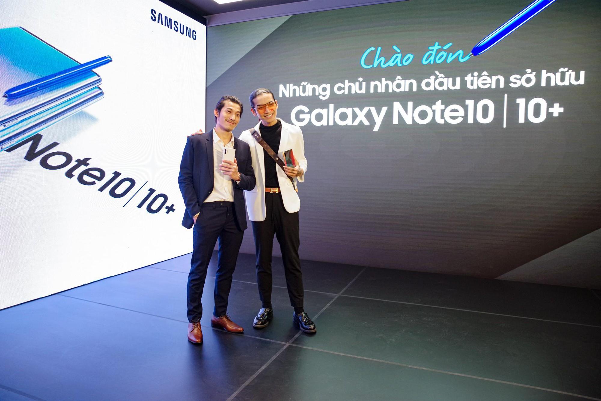 Cứ ngỡ Liên Bỉnh Phát xếp hàng mua Note10 ngày mở bán cho cô gái nào, đám đông bất ngờ nhận ra cô gái ấy là BB Trần - Ảnh 2.