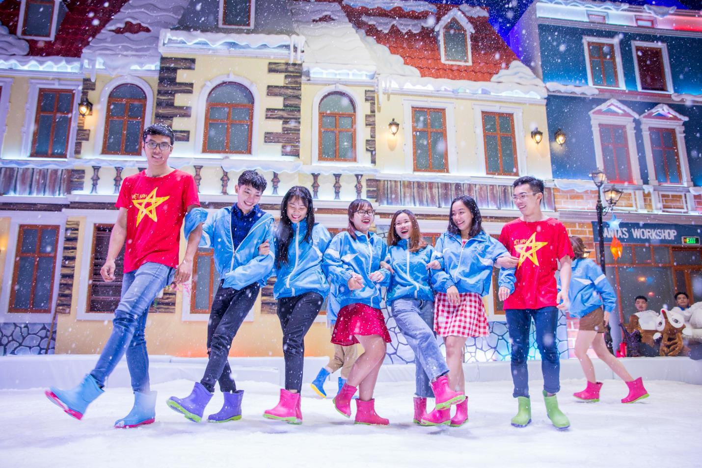 Cơ hội đi Đà Lạt miễn phí khi chụp ảnh tại Snow Town - Ảnh 1.