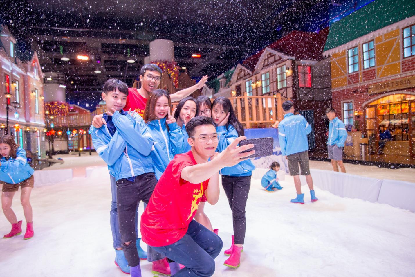 Cơ hội đi Đà Lạt miễn phí khi chụp ảnh tại Snow Town - Ảnh 2.