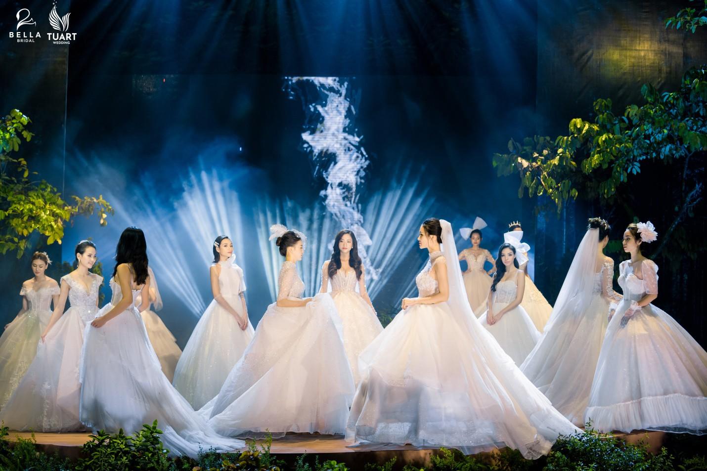 Hoa hậu Thế giới Việt Nam 2019 Lương Thùy Linh kiều diễm trong chiếc váy cưới đính hơn 17 ngàn viên pha lê - Ảnh 11.