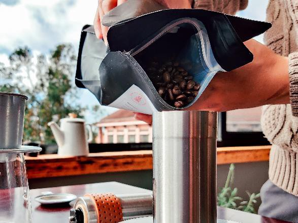 Làm thế nào để pha một ly cafe phin Việt đúng điệu? - Ảnh 1.