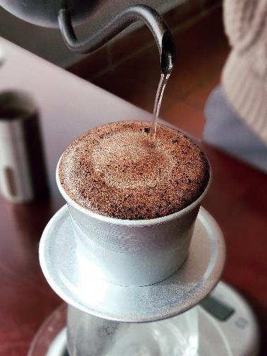 Làm thế nào để pha một ly cafe phin Việt đúng điệu? - Ảnh 11.