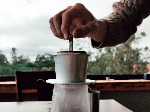 Làm thế nào để pha một ly cafe phin Việt đúng điệu? - Ảnh 12.