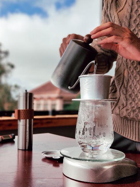 Làm thế nào để pha một ly cafe phin Việt đúng điệu? - Ảnh 5.