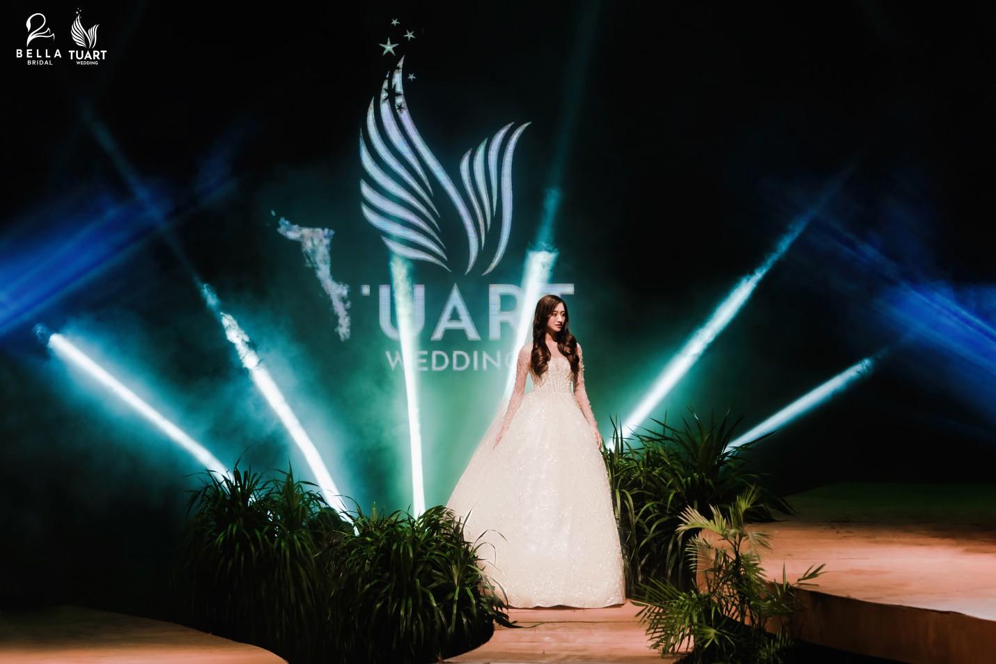 Hoa hậu Thế giới Việt Nam 2019 Lương Thùy Linh kiều diễm trong chiếc váy cưới đính hơn 17 ngàn viên pha lê - Ảnh 6.