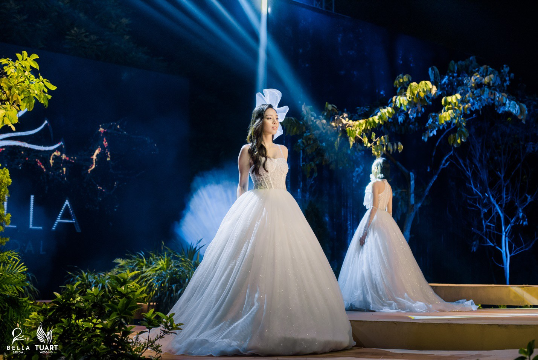Hoa hậu Thế giới Việt Nam 2019 Lương Thùy Linh kiều diễm trong chiếc váy cưới đính hơn 17 ngàn viên pha lê - Ảnh 7.