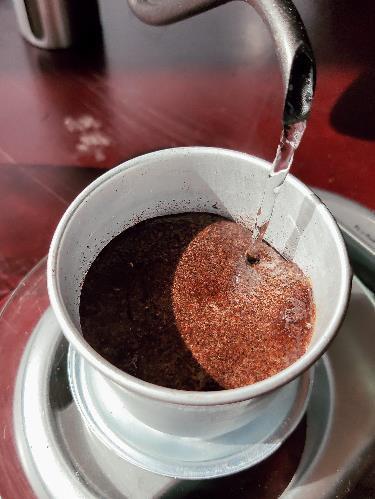 Làm thế nào để pha một ly cafe phin Việt đúng điệu? - Ảnh 9.