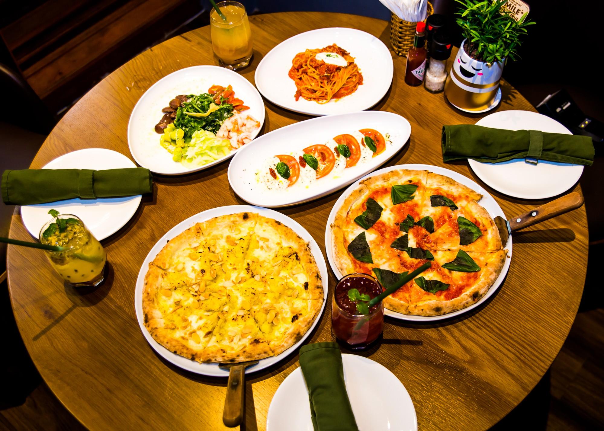Giới trẻ Sài thành ngất ngây với những vị pizza mới lạ tại Việt Nam - Ảnh 4.