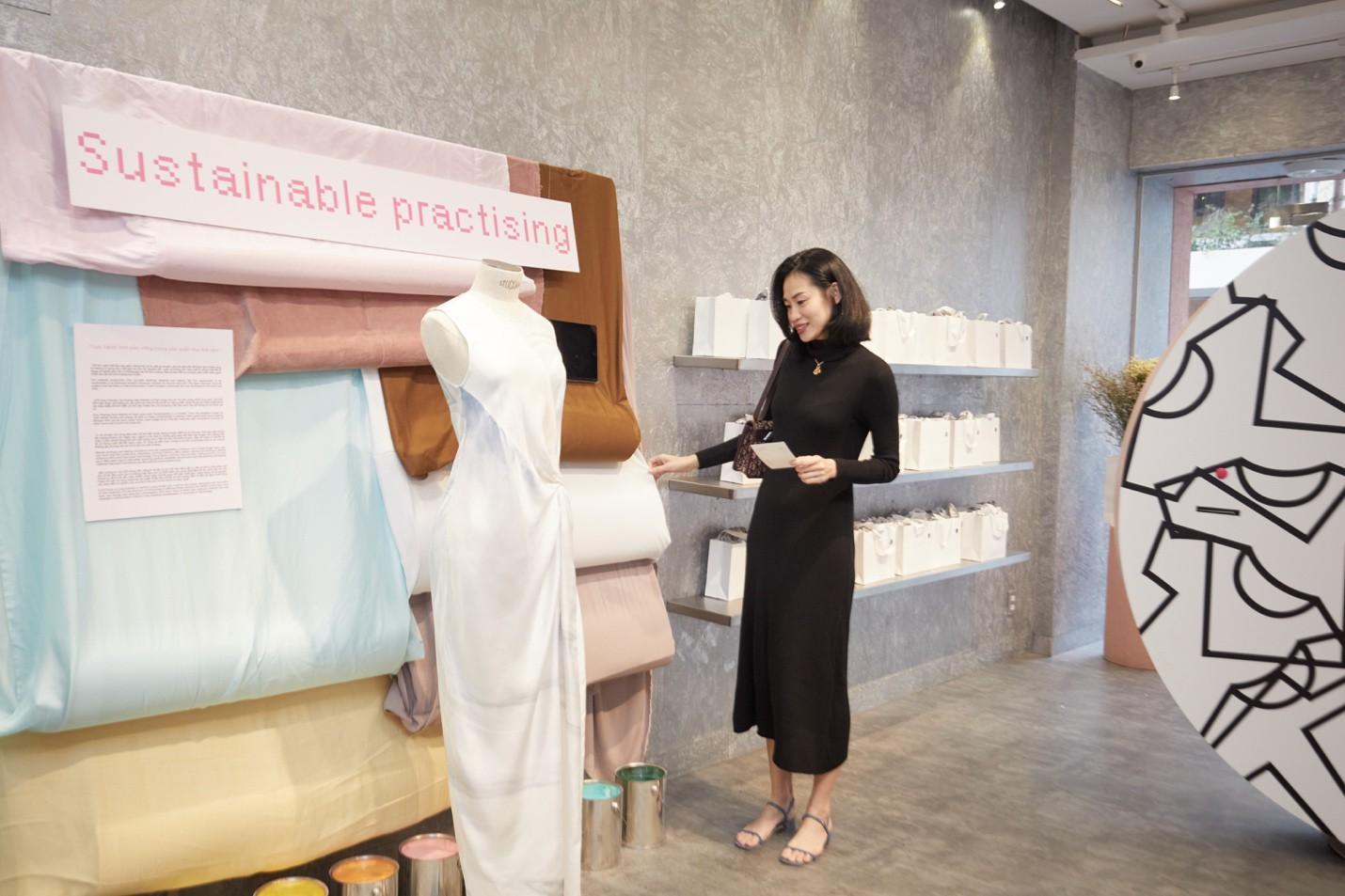 Một chiếc áo phông cotton tốn 2.700 lít nước – Đã đến lúc các cô gái hướng đến thời trang bền vững - Ảnh 2.