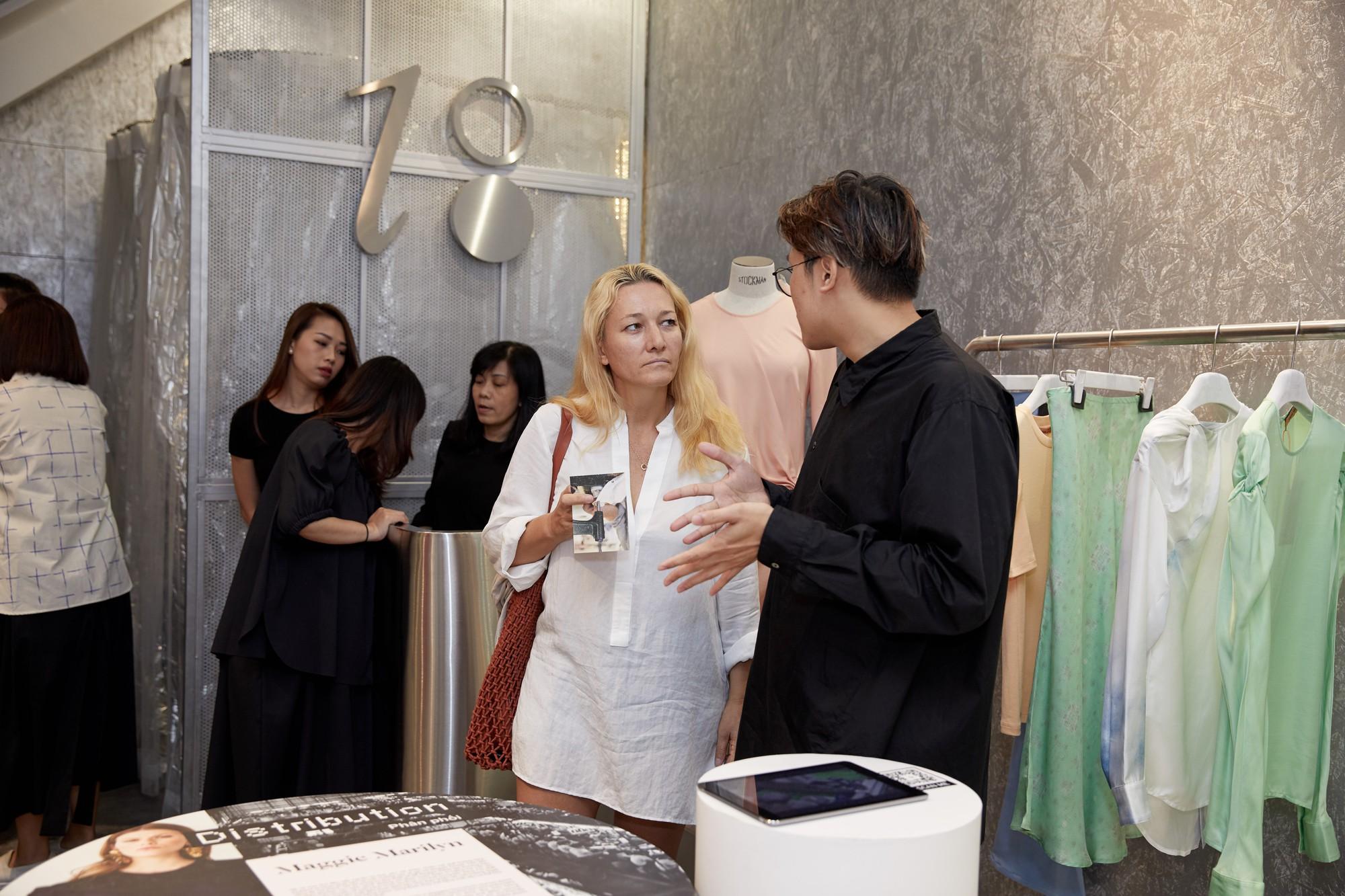 Một chiếc áo phông cotton tốn 2.700 lít nước – Đã đến lúc các cô gái hướng đến thời trang bền vững - Ảnh 4.