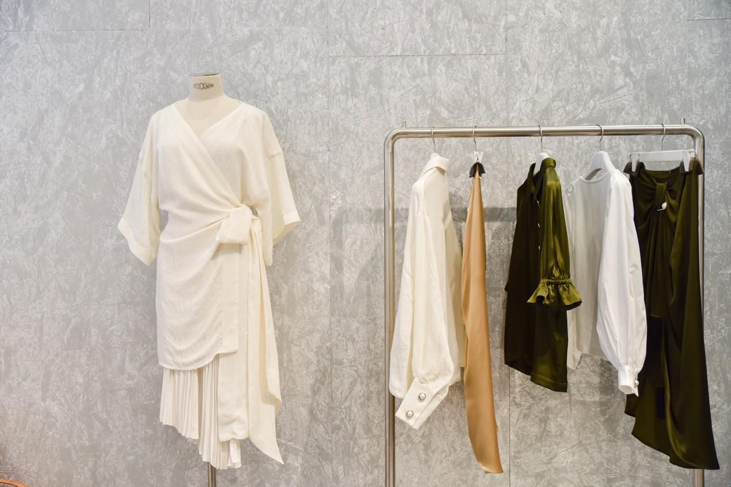 Một chiếc áo phông cotton tốn 2.700 lít nước – Đã đến lúc các cô gái hướng đến thời trang bền vững - Ảnh 5.