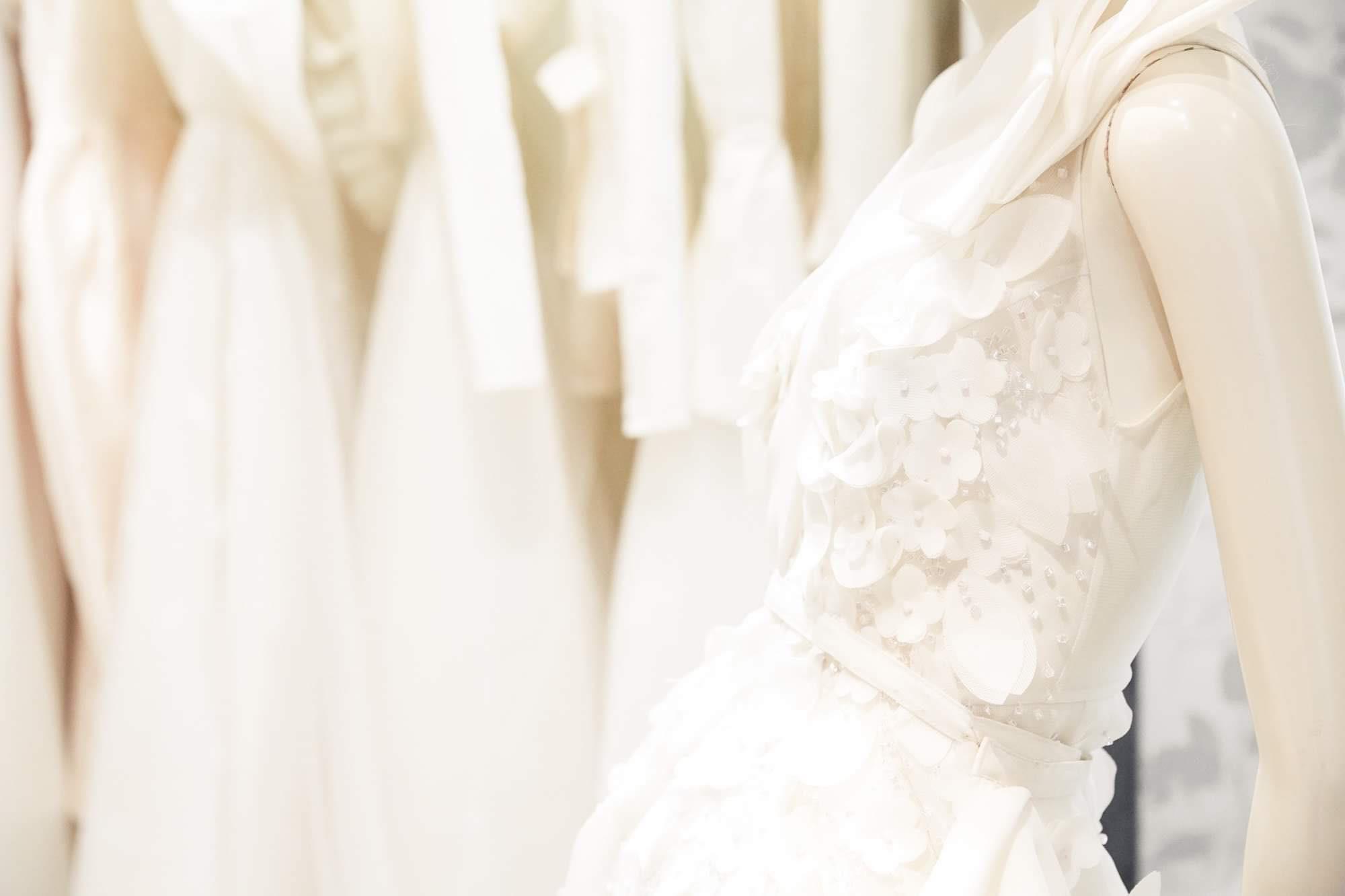 Ngắm váy cưới của nhà thiết kế Việt tại tiệm đồ cưới nổi tiếng New York - Ảnh 5.