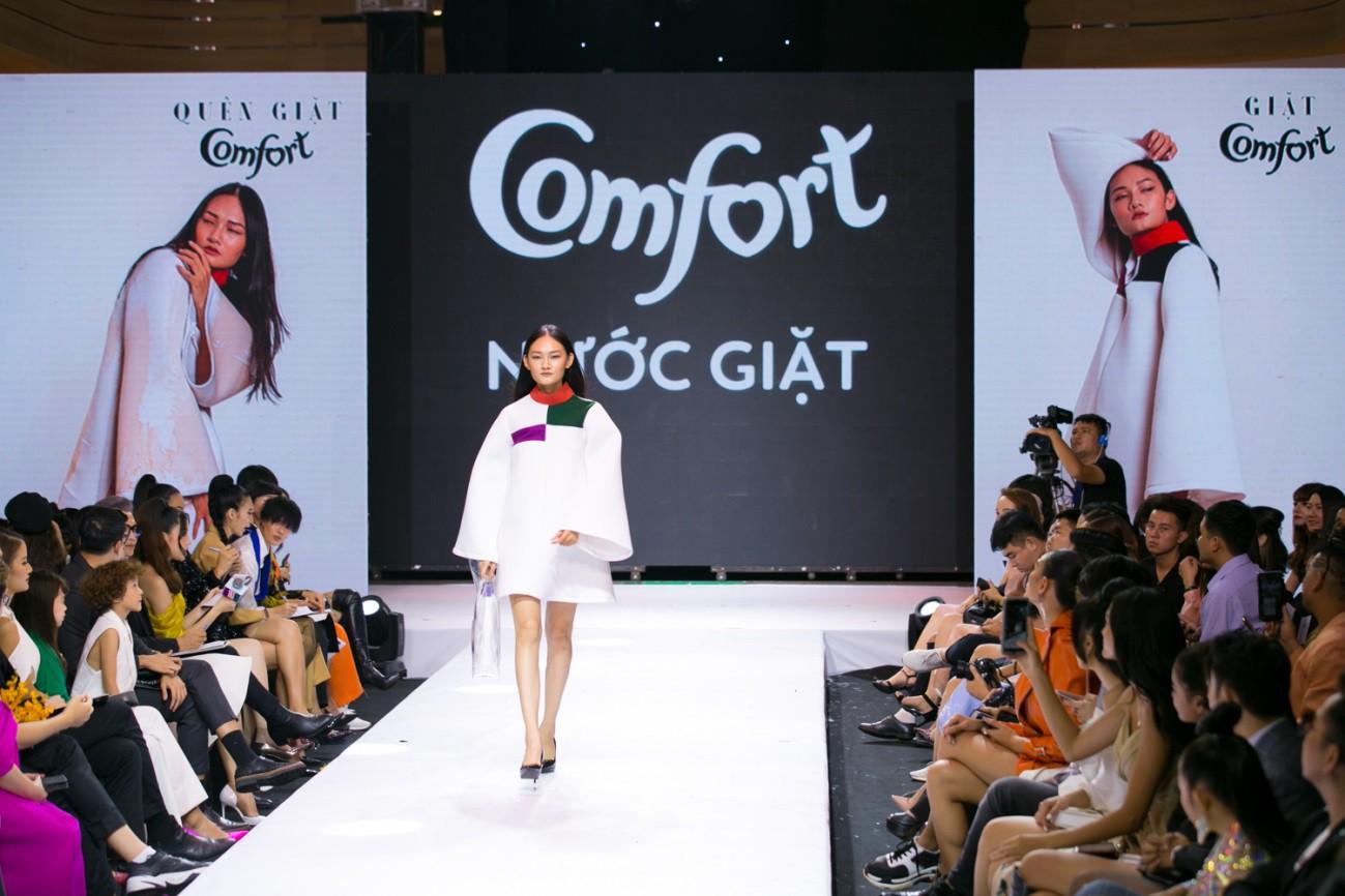 """""""Đánh lừa"""" được cả giới mộ điệu thời trang, QGC đã chính thức lộ mặt sau vòng Final Walk VNTM - Ảnh 13."""
