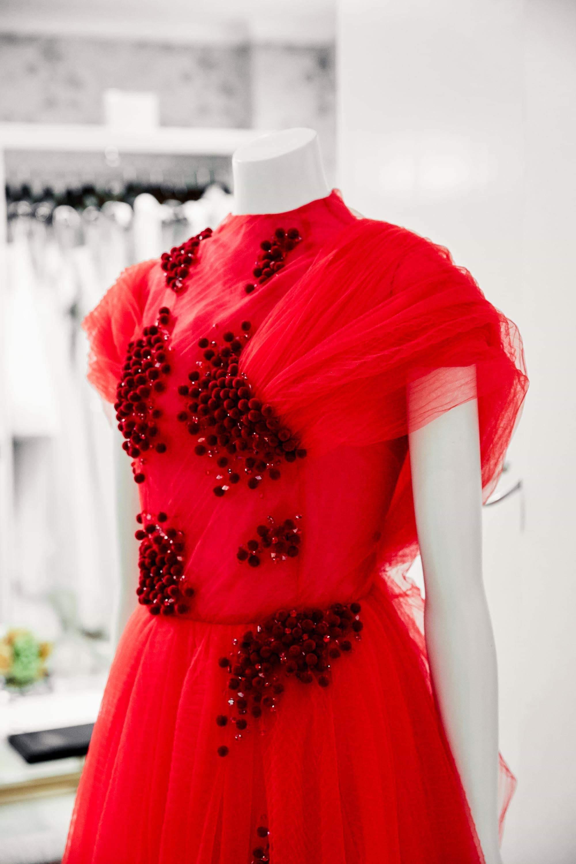 Ngắm váy cưới của nhà thiết kế Việt tại tiệm đồ cưới nổi tiếng New York - Ảnh 4.