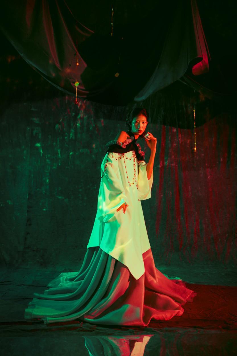 Những thiết kế thời trang cực chất qua câu chuyện của nhà thiết kế trẻ - Ảnh 10.
