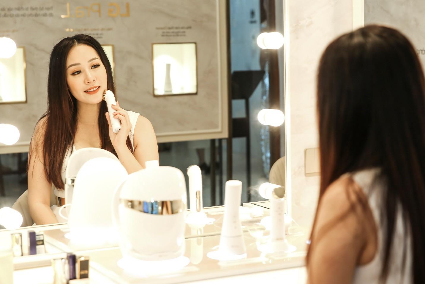 Hariwon, Helly Tống, Sĩ Thanh cùng dàn hoa hậu Việt hào hứng trải nghiệm dòng sản phẩm công nghệ làm đẹp độc đáo - Ảnh 3.
