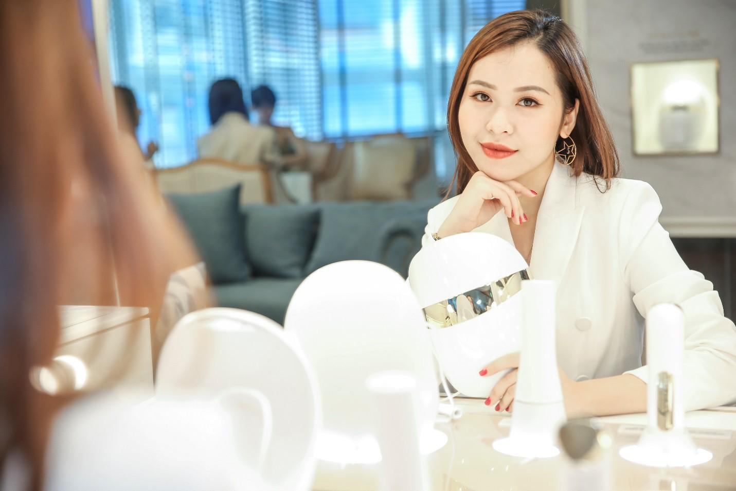 Hariwon, Helly Tống, Sĩ Thanh cùng dàn hoa hậu Việt hào hứng trải nghiệm dòng sản phẩm công nghệ làm đẹp độc đáo - Ảnh 8.