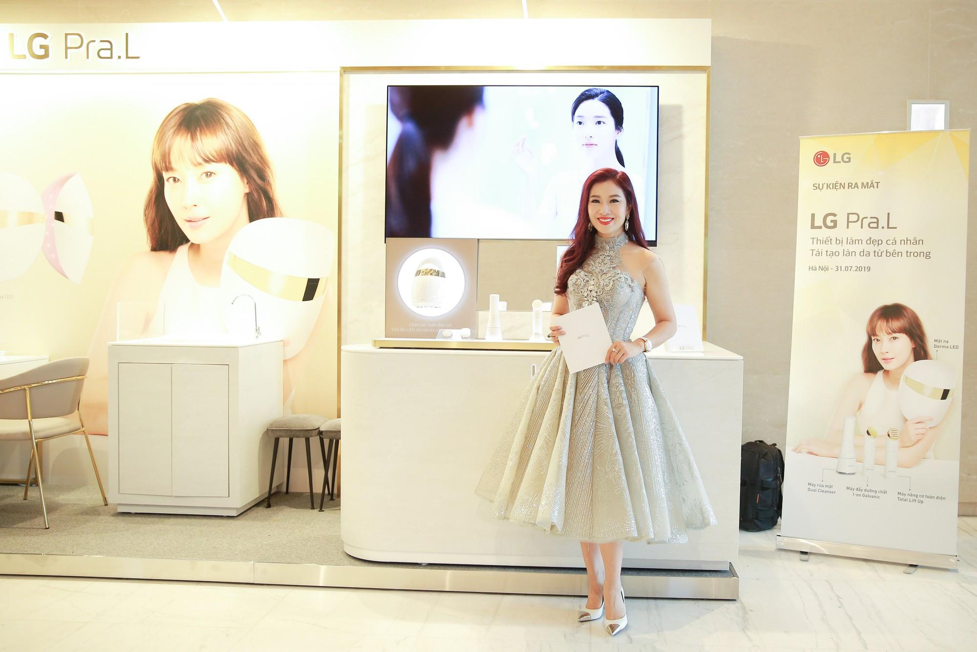 Hariwon, Helly Tống, Sĩ Thanh cùng dàn hoa hậu Việt hào hứng trải nghiệm dòng sản phẩm công nghệ làm đẹp độc đáo - Ảnh 2.