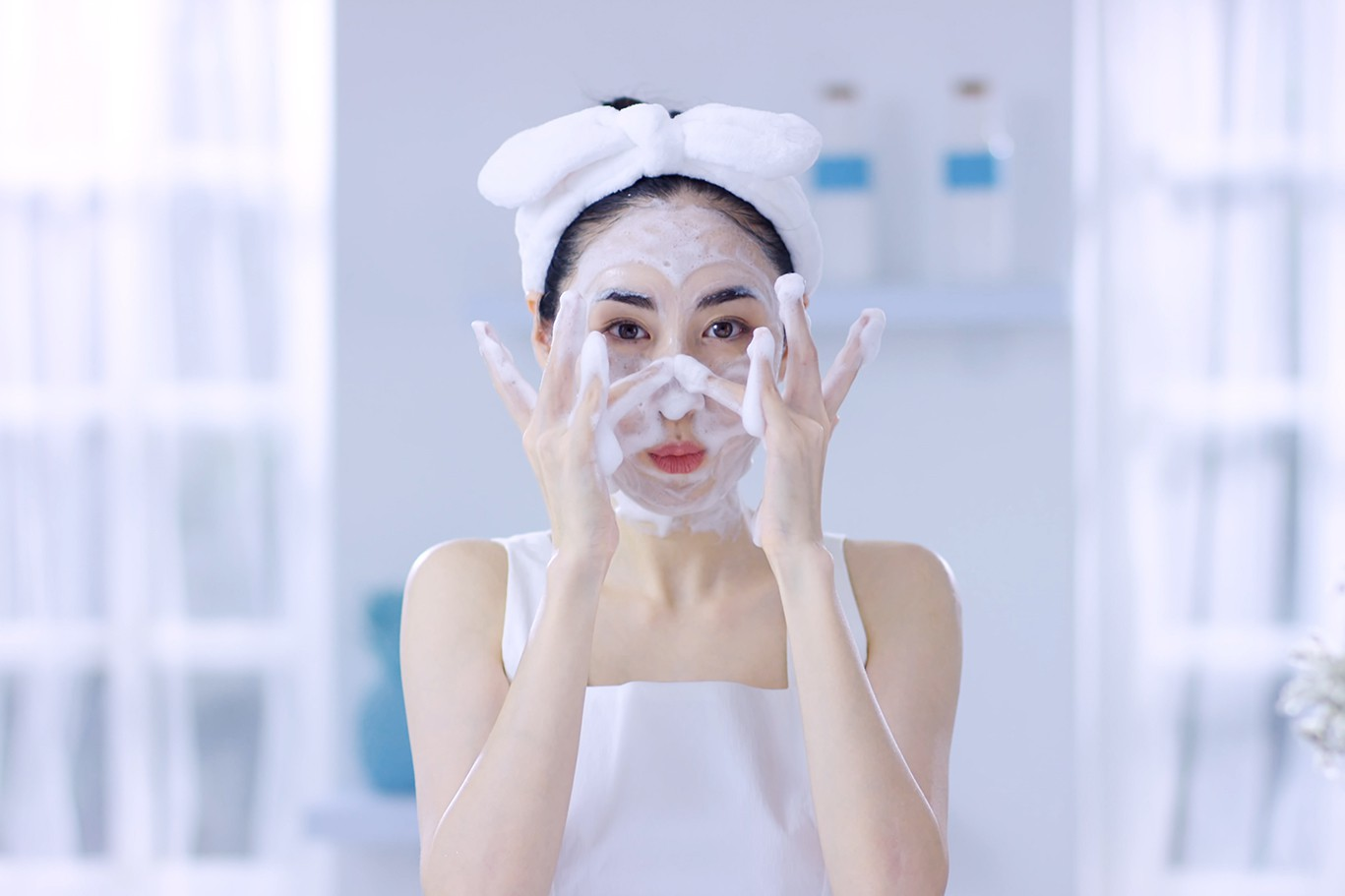Nghe lời beauty blogger Mai Vân Trang làm ngay 3 thí nghiệm kiểm tra sản phẩm rửa mặt bạn đang dùng kẻo hối hận không kịp! - Ảnh 1.