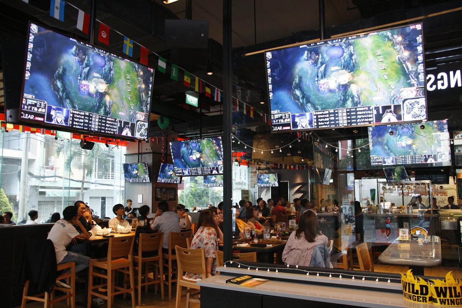 Nhà hàng thể thao phong cách Mỹ - Nơi hội ngộ của fan eSports Việt - Ảnh 1.