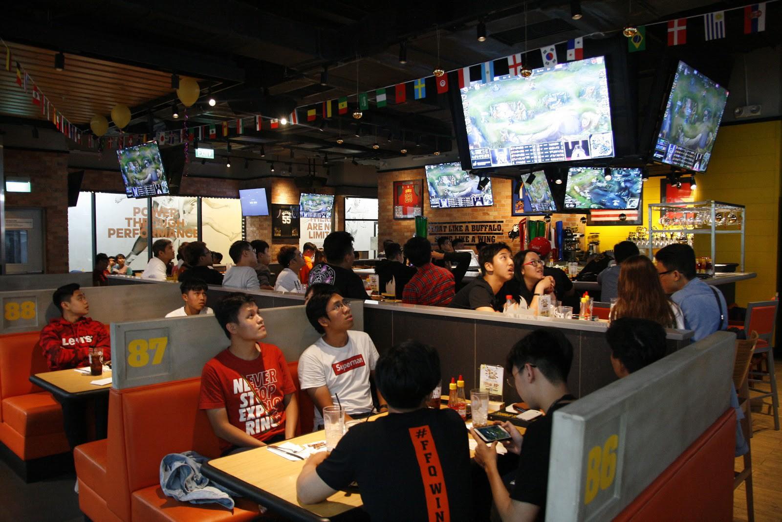 Nhà hàng thể thao phong cách Mỹ - Nơi hội ngộ của fan eSports Việt - Ảnh 2.