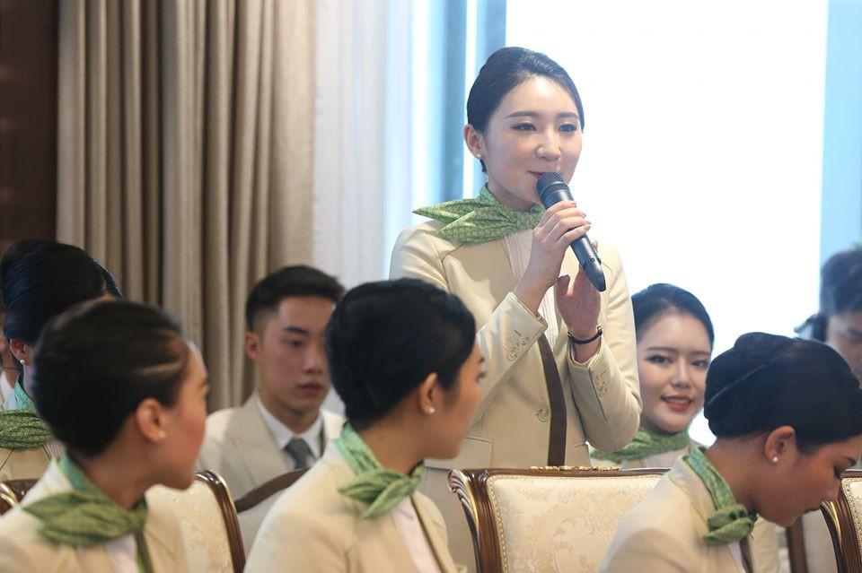 """Ngắm dàn tiếp viên hàng không Bamboo Airways được ông Trịnh Văn Quyết cho """"lên sóng"""" - Ảnh 3."""