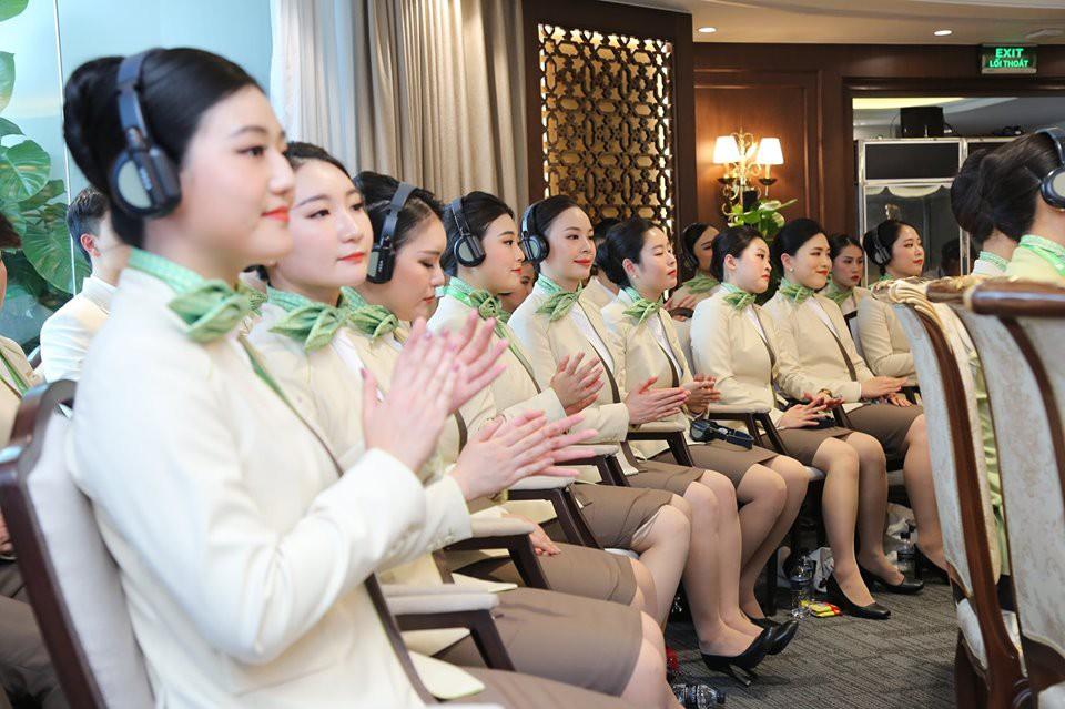 """Ngắm dàn tiếp viên hàng không Bamboo Airways được ông Trịnh Văn Quyết cho """"lên sóng"""" - Ảnh 2."""