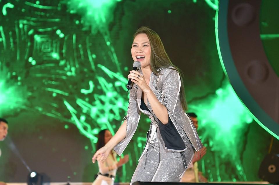 """""""Chị đẹp"""" Mỹ Tâm cùng Trúc Nhân, Soobin Hoàng Sơn mang thanh xuân trở lại sân khấu phố đi bộ Hồ Gươm - Ảnh 2."""