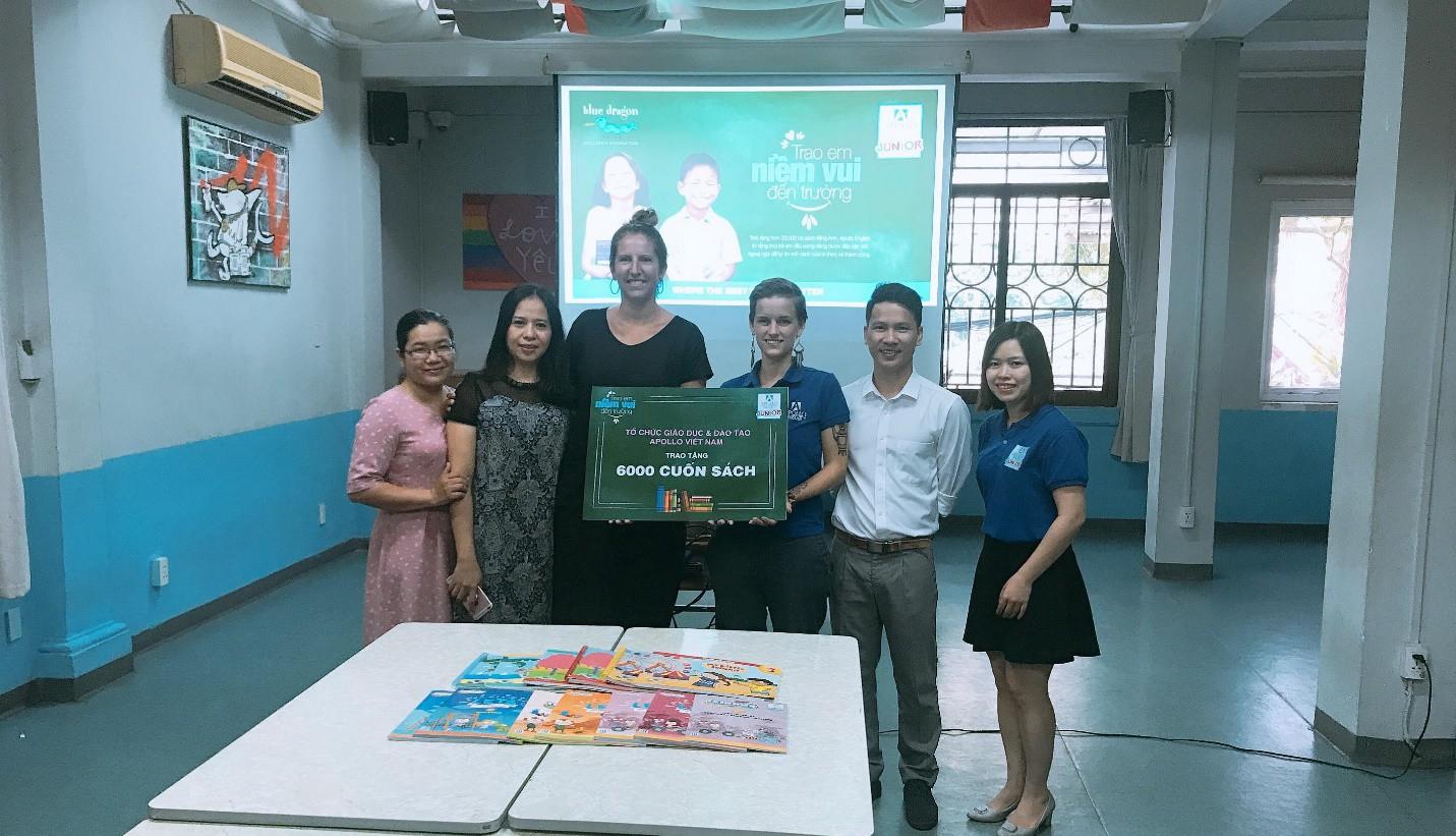 Apollo English trao tặng 30.000 cuốn sách tiếng Anh cho các em học sinh đầu năm học mới - Ảnh 3.
