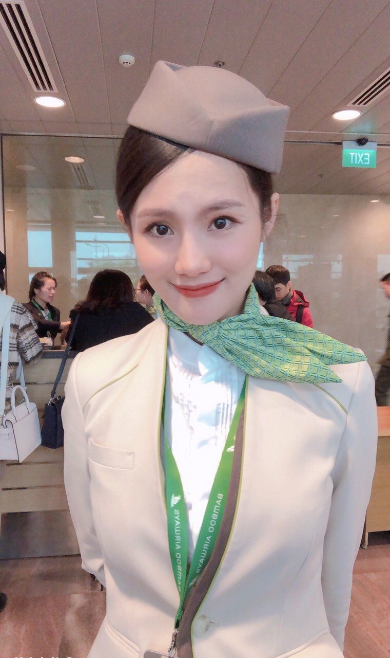 """Ngắm dàn tiếp viên hàng không Bamboo Airways được ông Trịnh Văn Quyết cho """"lên sóng"""" - Ảnh 6."""