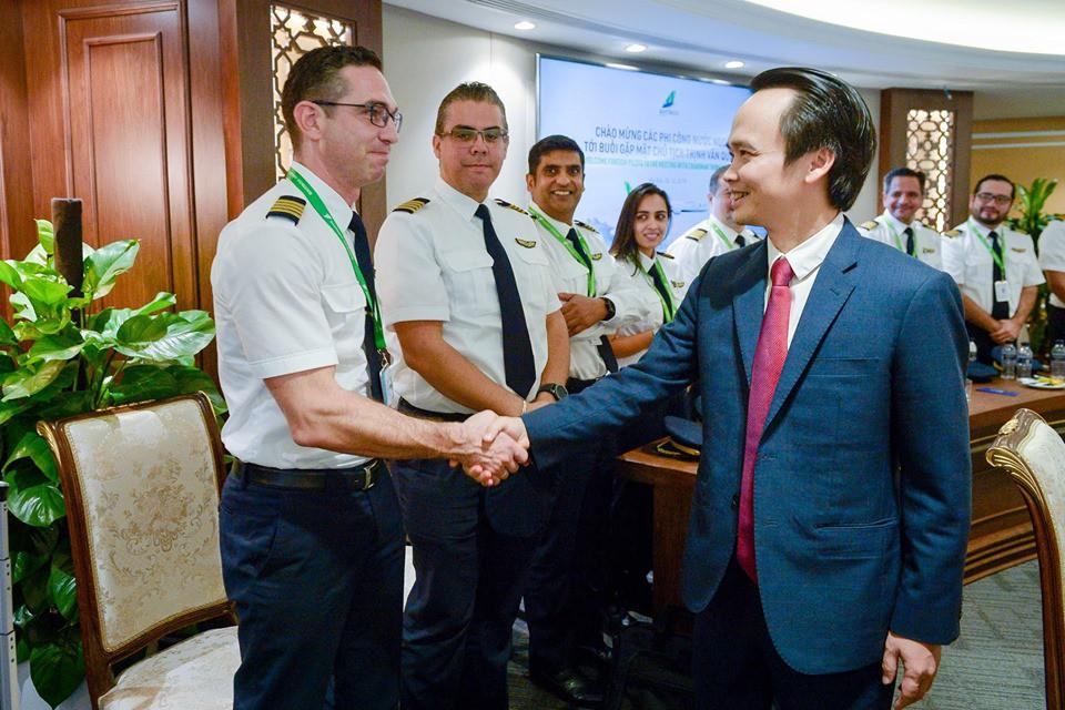 """Ngắm dàn tiếp viên hàng không Bamboo Airways được ông Trịnh Văn Quyết cho """"lên sóng"""" - Ảnh 8."""
