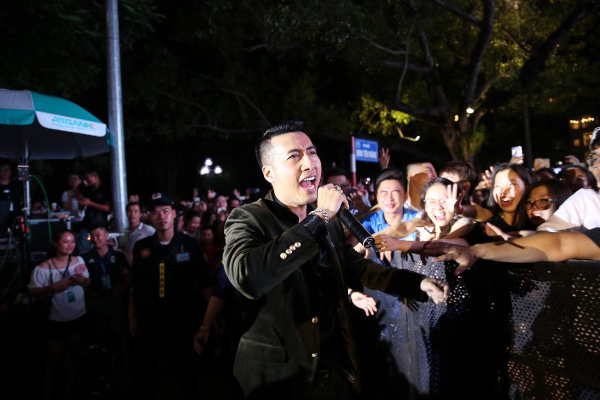 """""""Chị đẹp"""" Mỹ Tâm cùng Trúc Nhân, Soobin Hoàng Sơn mang thanh xuân trở lại sân khấu phố đi bộ Hồ Gươm - Ảnh 9."""