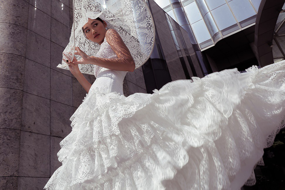 """Nhà thiết kế Lê Thanh Phương kết hợp cùng stylist Huỳnh Ngọc Lợi với bộ sưu tập cưới """"Runaway Bride"""". - Ảnh 2."""