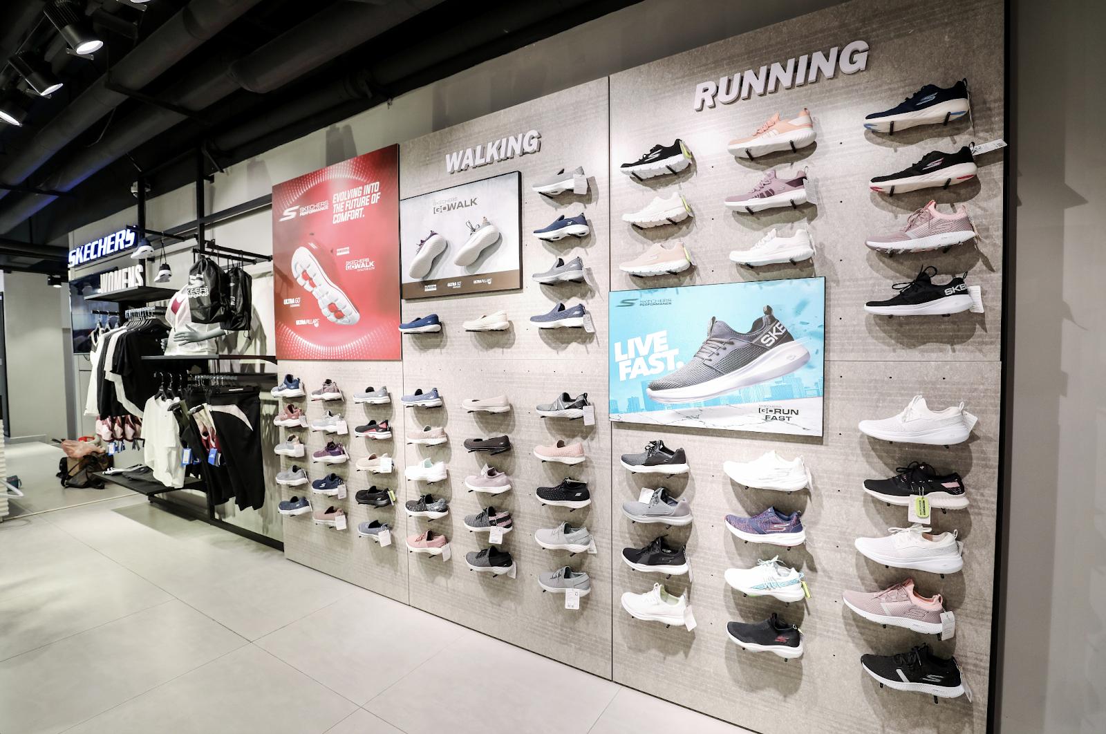 Bất ngờ kép từ Skechers: Karik trở thành đại sứ thương hiệu, chính thức khai trương Flagship Store tại Việt Nam - Ảnh 9.