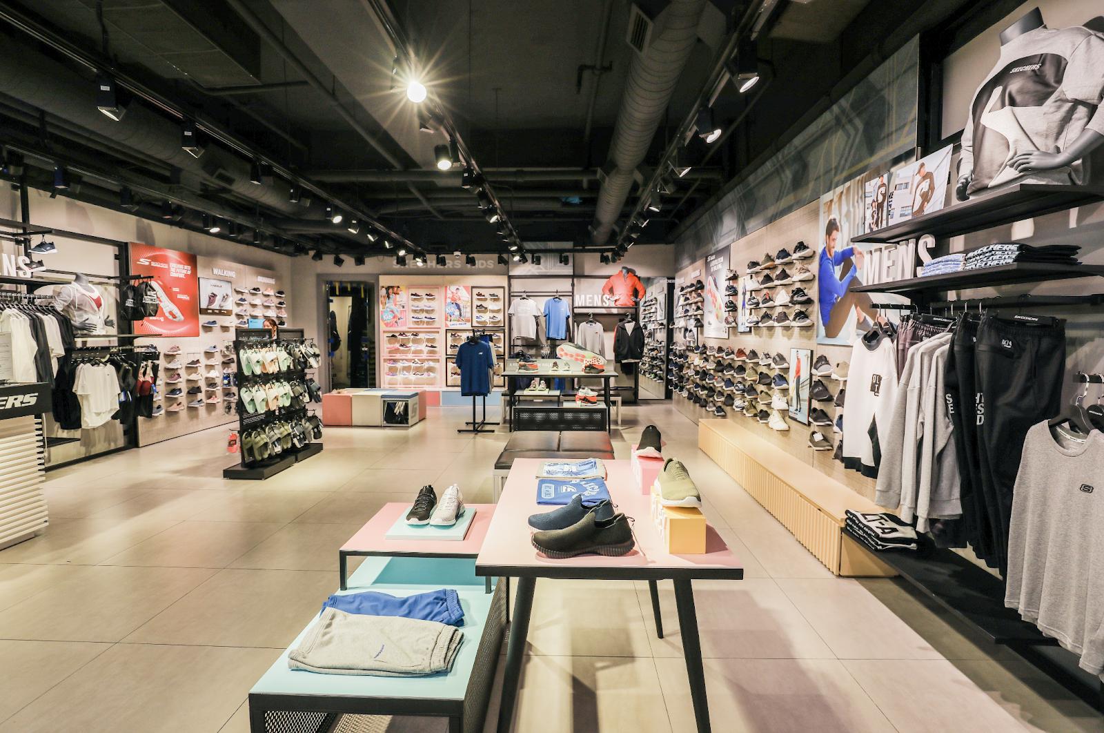 Bất ngờ kép từ Skechers: Karik trở thành đại sứ thương hiệu, chính thức khai trương Flagship Store tại Việt Nam - Ảnh 10.