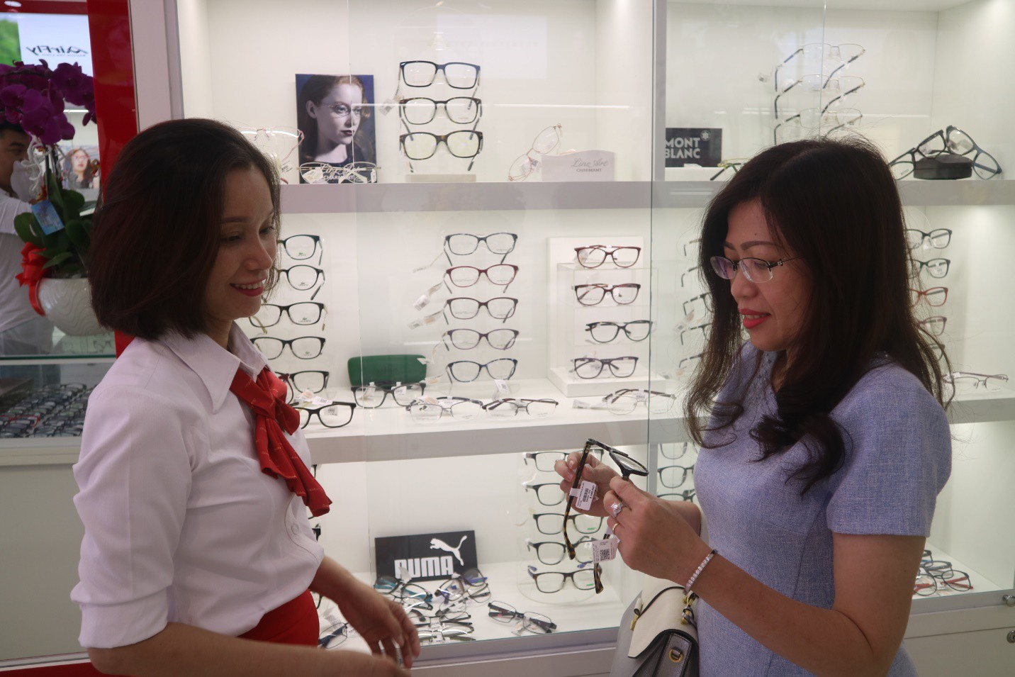 Mắt kính Salenoptic khai trương cửa hàng 65 Nguyễn Văn Thương - Ảnh 2.