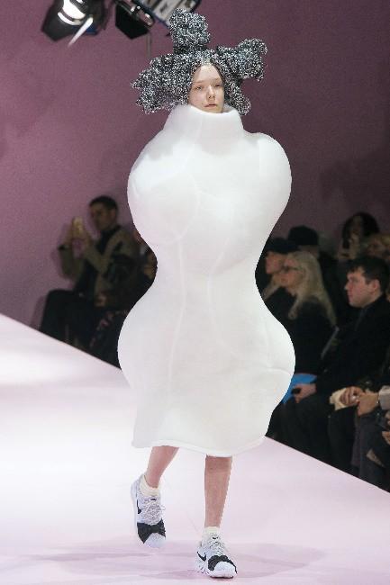 Vì sao lại có các show thời trang trình diễn trang phục không giống ai? - ảnh 2